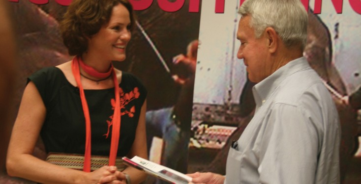 Councillor Leffingwell meets with Jorja Fox at City Hall in Austin.